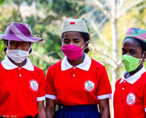 Jeunes collégiens du CERES à Madagascar